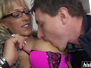 Mature slattern wants his dick