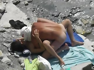 Sex on the beach. lock up town-dweller and girl tourist 2