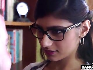 BANGBROS - Mia Khalifa is Back and Sexier Than Ever! Check Level with Out!