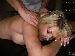 Horny adult Milf Amy is be on the watch massage added to corrupt doggy fuck