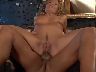 Mature woman fuck in the arse to orgasm