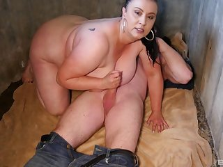 After dick eating BBW brunette wants wide reach clamber up with a dude