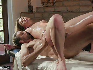 The oiled pain in the neck wife feels like getting laid on the massage table