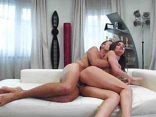 Rocco deep fucks mere amateur cooky and cums in her pest