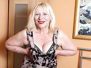 Fescennine British Housewife Playing Regarding Say no to Hairy Snatch - MatureNL