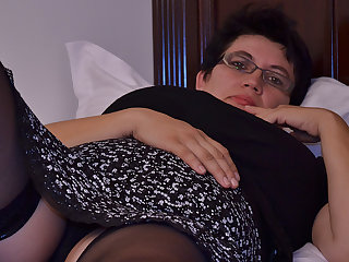 Horny Houswife Gettin' In every direction Naughty - MatureNL