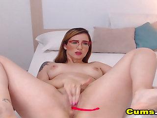 Stunning Babe Fucks Both Hole at Closeup Live Cam