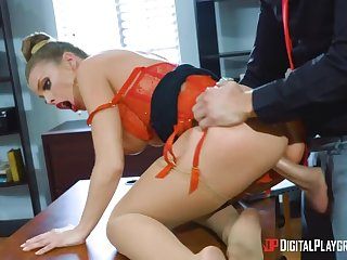 Angry Britney Amber shows who  s chief honcho in office